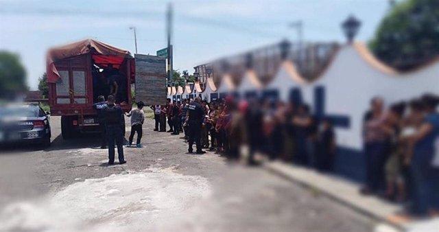 Detienen un camión con 86 migrantes indocumentados