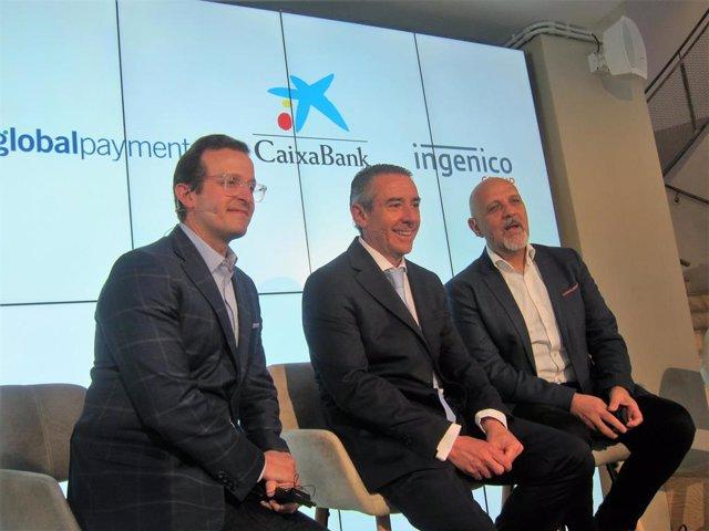Jeff Sloan (Global Payments), Juan Antonio Alcaraz (CaixaBank) y Mark Antipof (Ingenico)