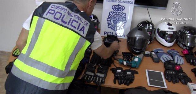 """Np Con Audio: """"Detenidos Dos Ladrones Como Presuntos Autores De 15 Robos Con Fuerza Sobre Los Baules De Las Motocicletas"""""""