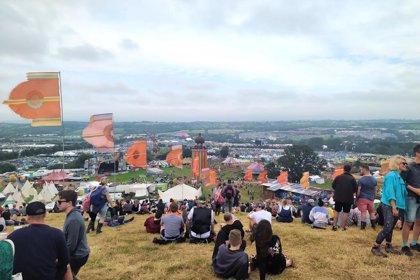"""Miles de afortunados con """"entradas doradas"""" empiezan a llegar al Festival de Glastonbury"""