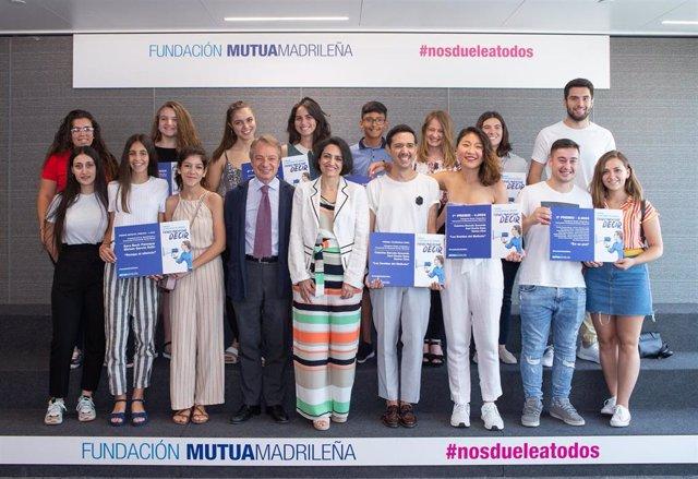 La Fundación Mutua Madrileña ha entregado los premios de su V Concurso Nacional en Centros de Enseñanza y Universidades por la Igualdad y contra la Violencia de Género, Nos duele a todos, en un acto presidido por la delegada del Gobierno para la Viole