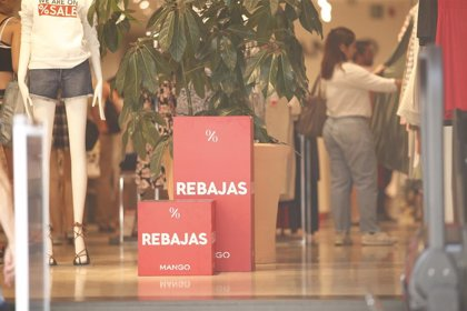 """La OCU recomienda a los consumidores """"no renunciar a sus derechos"""" y """"comprar lo que necesiten"""" durante las rebajas"""
