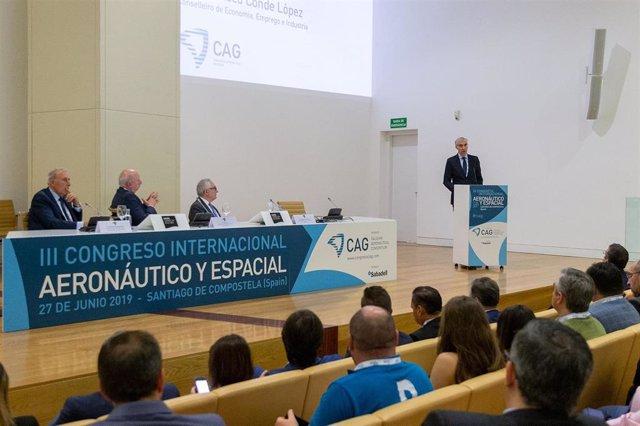 Francisco Conde en un foro sobre areonáutica en Santiago