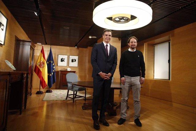 El presidente del Gobierno en funciones, Pedro Sánchez, inicia las reuniones para formar gobierno con el secretario general de Unidas Podemos, Pablo Iglesias, en el Congreso de los Diputados.