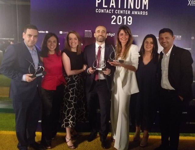Los representantes de Atento y Repsol recogen el premio Platinum Contact Center