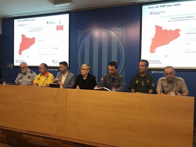 Roda de premsa de la directora de Protecció Civil Isabel Ferrer i els cossos d'emergència