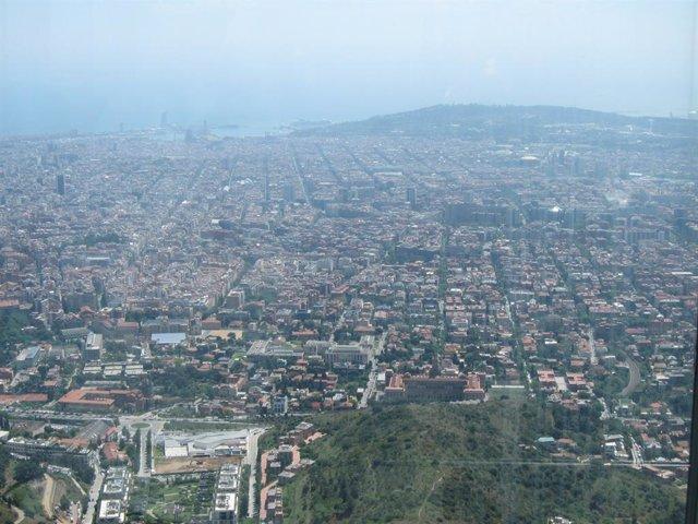 Vista De Barcelona Donis de Collserola. Contaminació.