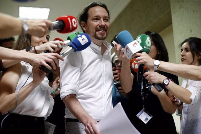 El secretario general de Podemos, Pablo Iglesias, tras su reunión con  representantes de las cinco grandes organizaciones ecologistas españolas e internacionales que actúan en España.