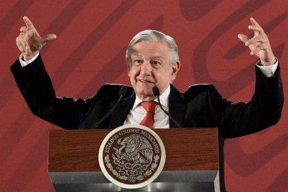 """López Obrador reconoce que los mexicanos tienen """"pocos días"""" de vacaciones y se compromete a remediarlo"""