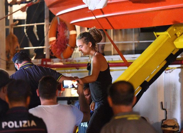 La capitana del 'Sea Watch 3', Carola Rackete, detenida en Lampedusa
