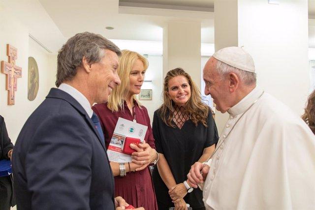 El Papa Francisco con los representantes del 'Concierto por la Paz'