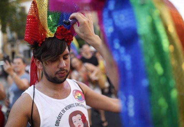 Cabalgata desfile del Orgullo LGTBI en Sevilla.