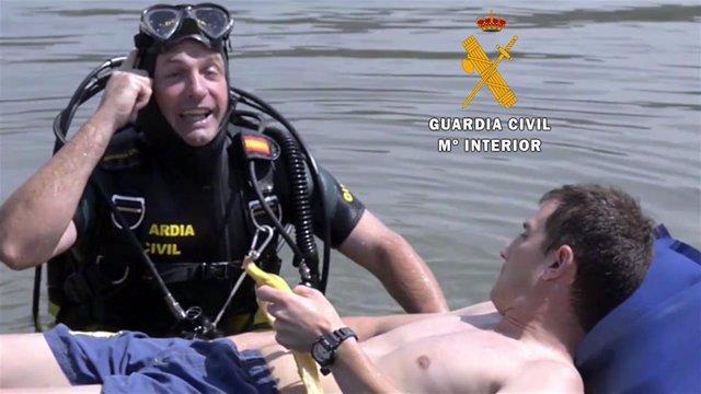 Agente de la Guardia Civil participa en la Campaña 'Ten cabeza'
