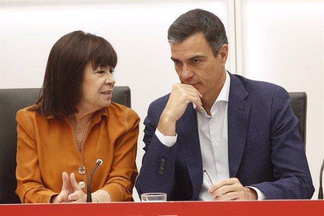 La presidenta del PSOE y el secretario general del partido y presidente del Gobierno en funciones, Pedro Sánchez, durante una reunión de la Ejecutiva Federal del Partido Socialita en su sede en la calle Ferraz de Madrid