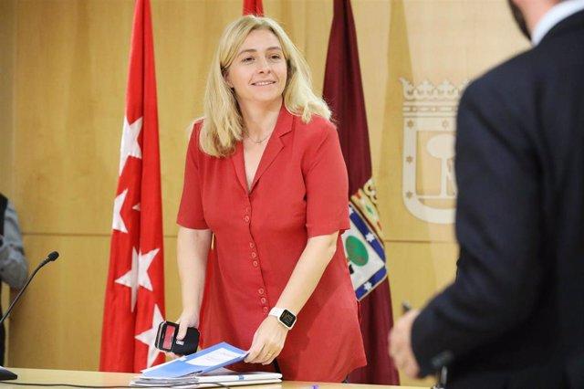 La portavoz del Gobierno local del Ayuntamiento de Madrid, Inmaculada Sanz, momentos antes de comparecer en rueda de prensa posterior a la Junta de Gobierno municipal.