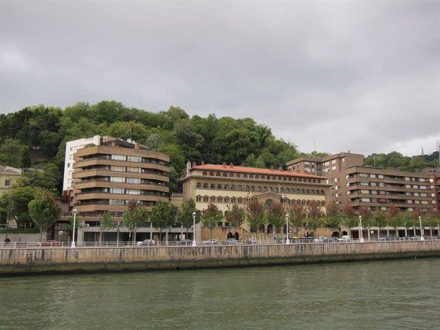 Imagen de Archivo. Bilbao con nubes.