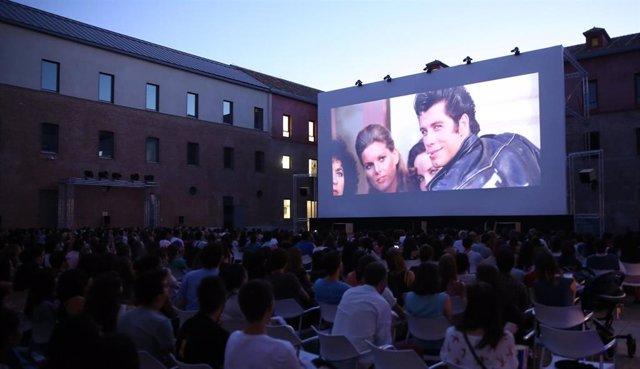 El cine musical de Sing-Along vuelve de nuevo al aire libre en el centro de Madrid este verano