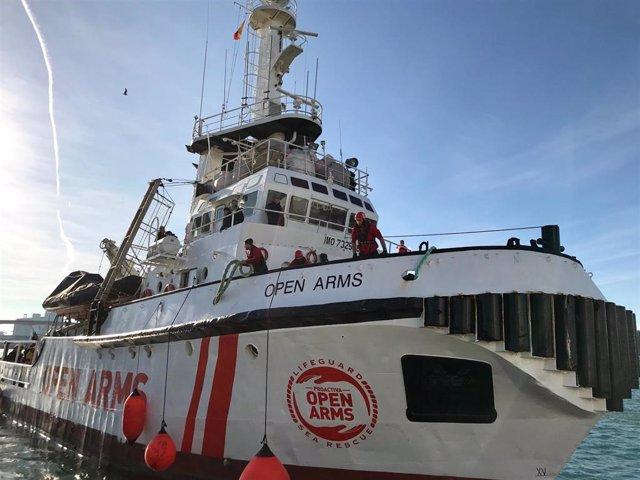 El barco Open Arms en el puerto de Barcelona