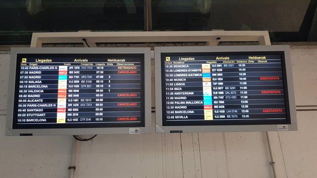 Pasajeros esperando a embarcar en el aeropuerto de Loiu
