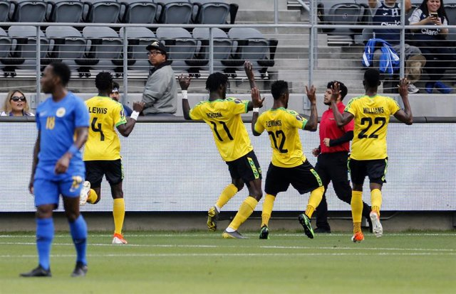25 June 2019, US, Los Angeles: Jamaica's Shamar Nicholson (3-L) celebrates scoring his side's first goal with teammates during the 2019 CONCACAF Gold Cup group C soccer match between Jamaica and Curacao at Banc of California Stadium. Photo: Ringo Chiu/ZUM