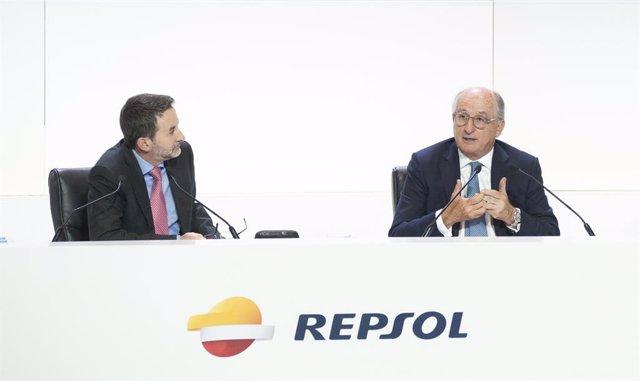 Imaz i Brufau en la junta d'accionistes de Repsol en 2017