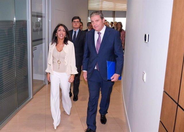 La presidenta del Parlamento andaluz, Marta Bosquet, antes de intervenir en un desayuno-coloquio en Sevilla