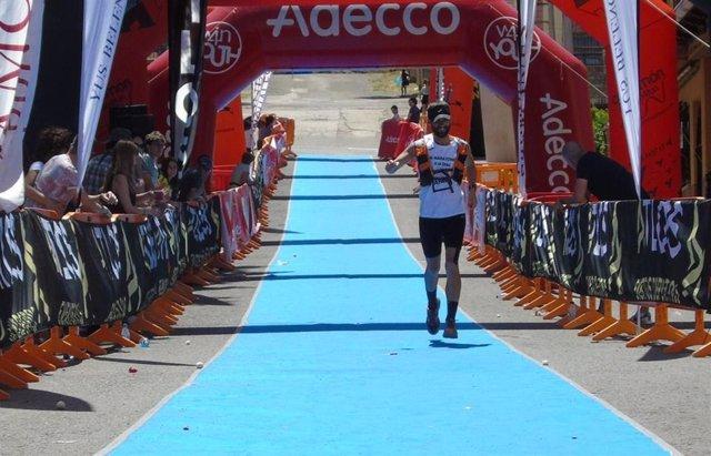 Un entrenador valenciano corre 10 maratones seguidos por el alzheimer
