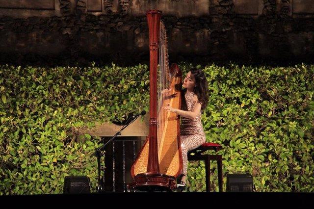 Actuación de Cristina Montes en los Jardines del Alcázar