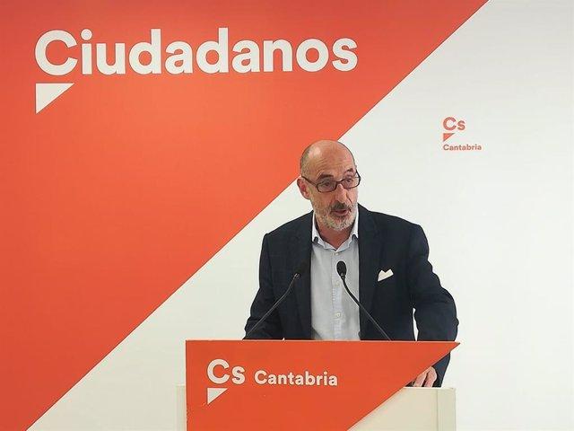 Félix Alvarez (Cs) en rueda de prensa