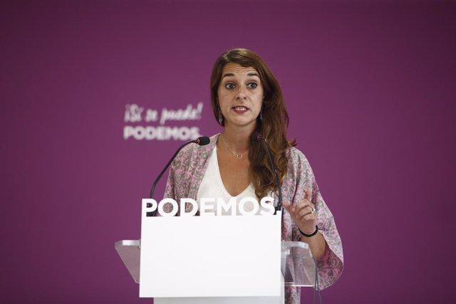 La portaveu de Podem i diputada d'Unides Podem, Noelia Vera, ofereix declaracions als mitjans de comunicació després de la celebració del Consell de Coordinació de Podem.