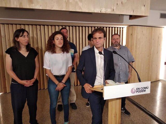 Jaume Asens amb la resta de diputats dels comuns al Congrés