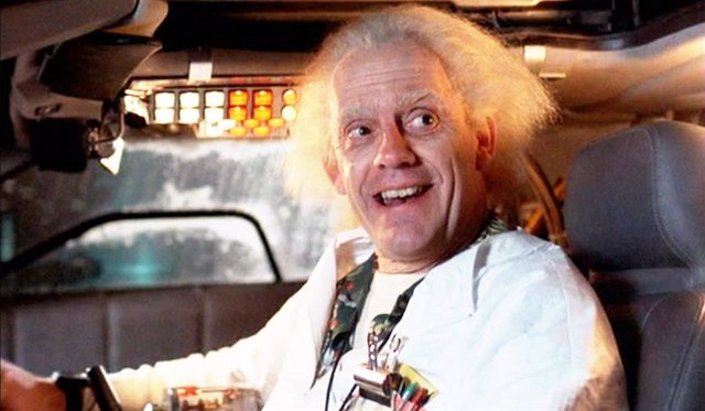 Christopher Lloyd como Doc en Regreso al futuro