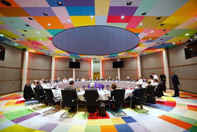 Cumbre UE.- Los líderes europeos aplazan al martes la negociación del reparto de los altos cargos