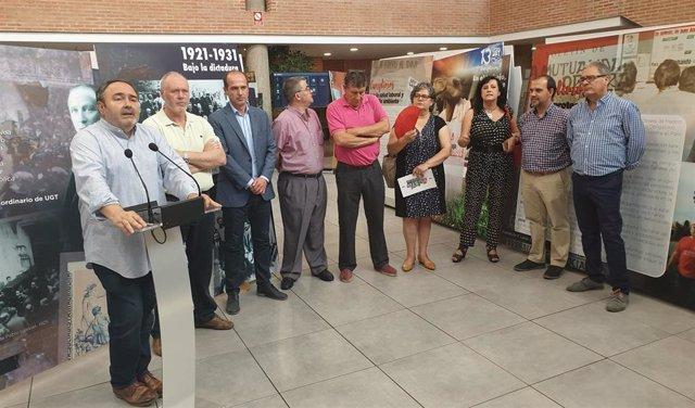 El líder regional de UGT, Carlos Pedrosa, en la inauguración de la exposición
