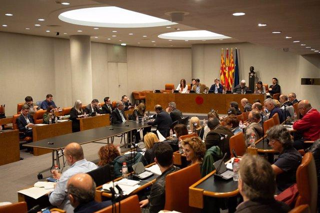 Vista general d'un plen a la Diputació de Barcelona.