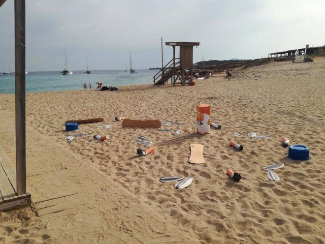 Campanya 'Platja sense llosques' de l'Ajuntament d'Eivissa