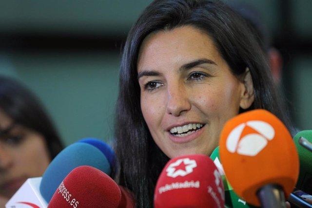 La candidata de Vox a la Presidencia de la Comunidad de Madrid, Rocío Monasterio, ofrece declaraciones a los medios de comunicción a su llegada a la Asamblea de Madrid.