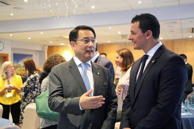 Lyu Fan i Jordi Gallardo, aquest dilluns durant la trobada empresarial