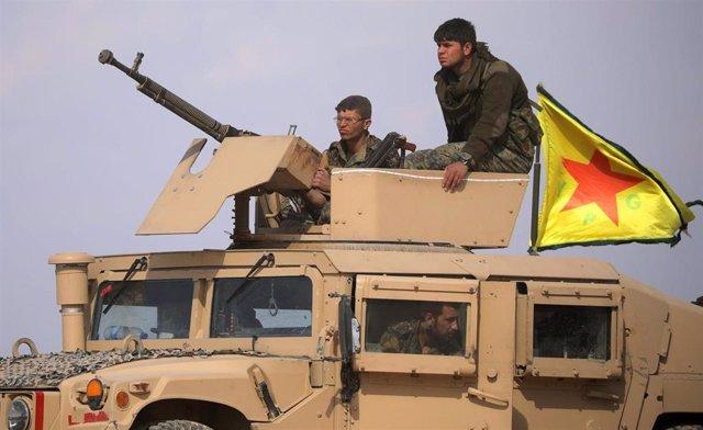 Miembros de las Fuerzas Democráticas Sirias (FDS) en Baghuz, último reducto del Estado Islámico.