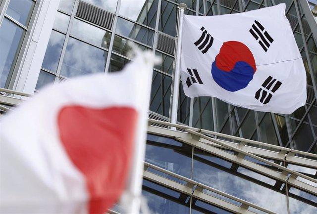Banderas de Japón  y Corea del Sur