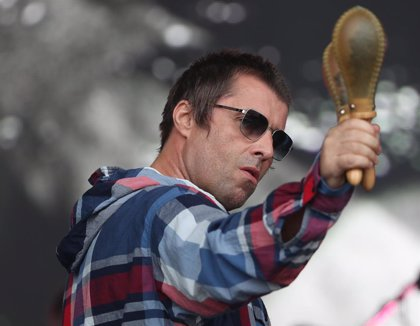 "La mujer de Noel Gallagher llama ""idiota gordo"" a Liam"