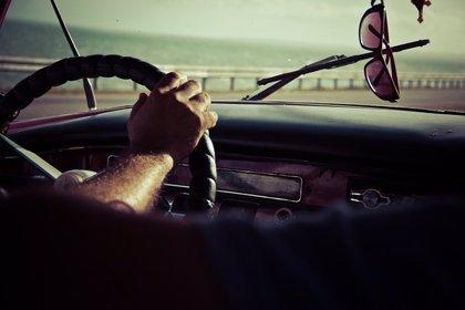 Si conduces este verano, usa gafas polarizadas
