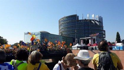 Puigdemont planta a miles de independentistas en Estrasburgo por temor a ser detenido y trasladado a España