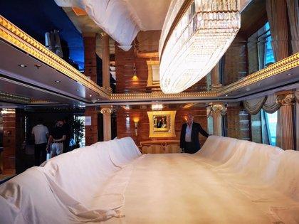 El presidente de la Autoridad Portuaria de Almería visita el yate 'Prince Abdulaziz'