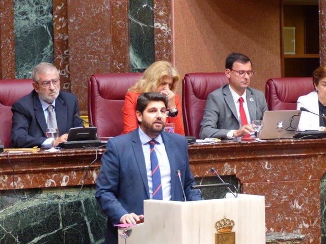 El candidato del PP para presidir la Comunidad Autónoma, Fernando López Miras, en el debate de investidura