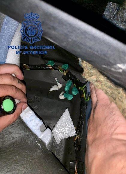 Detenido en València un hombre por ocultar éxtasis y cocaína en numerosas 'caletas' de su vehículo
