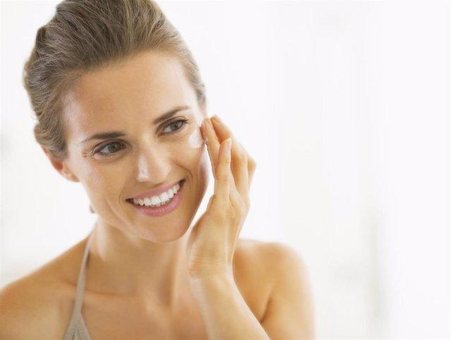 Aclarar la piel con ingredientes naturales, crema, hidratación, hidratante