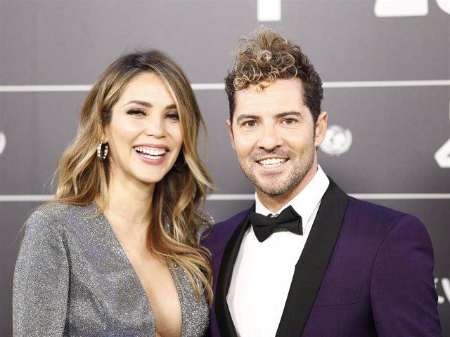 David Bisbal y Rosanna Zanetti han celebrado su primer año de matrimonio. Parece mentira cómo pasa el tiempo y es que parece que fue ayer cuando el cantante y su mujer se dieron el 'Sí, quiero'. Los dos han utilizado sus redes sociales para felicitarse mu