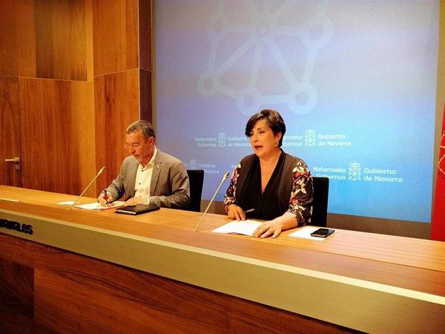 Migual Laparra y María Solana, en la rueda de prensa posterior a la sesión del Gobierno de Navarra