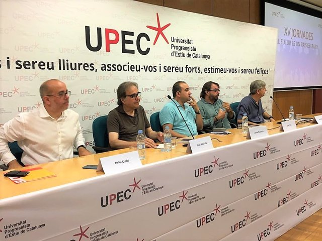 XV Universitat Progressista d'Estiu de Catalunya (Upec): Javier Pacheco (CCOO), Camil Ros (UGT), Jordi Serrano (UPEC) Jordi Subirats (Ajuntament de Barcelona), Oriol Lladó (Diputació de Barcelona).